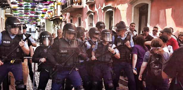 Policias golpean mujeres en puerto rico
